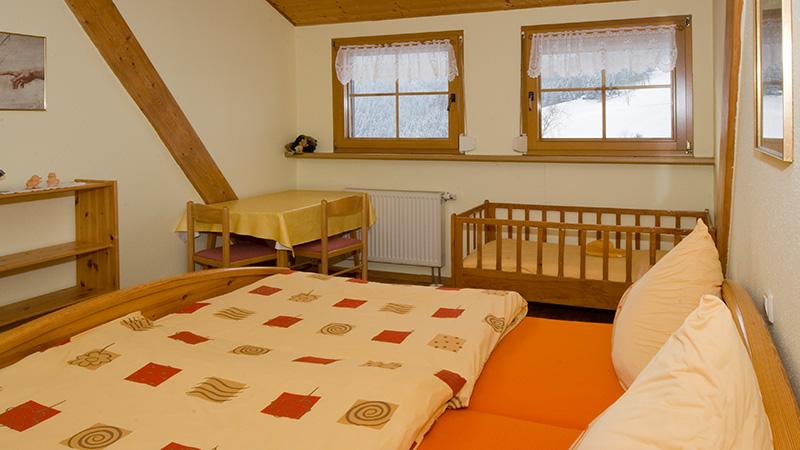 ferienwohnung im neubau in m nstertal schwarzwald auf dem bauernhof. Black Bedroom Furniture Sets. Home Design Ideas